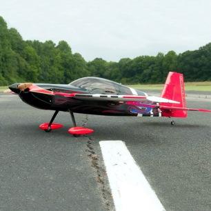 Avion Edge Demonstrator de Extreme Flight - Env. 1.20m - LiPo 3-4S